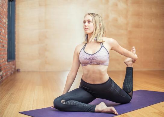 yoga-3053487_1920